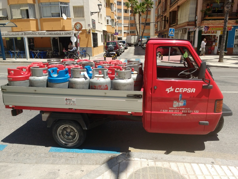 If you live in Almuñécar, or its surrounding areas, chances are you use Butano (Butane bottles) for some sort of heating. Butane is by far the dominant fuel used for heating in Spain. It is much more common than say propane, and as such, this post will cover the HOW and WHERE to obtain replacement butane cylinders.
