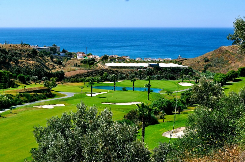 Baviera Golf Club. Baviera Golf, located on the spurs of Sierra de la Almijara (east of Málaga), lies on valley boasting an ideal microclimate for the practice of golf. The Golf Club is just 500 meters away from Caleta de Vélez, with its Marina and magnificient beaches, which together with Nerja and Torre del Mar, are among the best on the Costa del Sol. This is just a 40 minute drive to the west fromAlmuñécar. photo from Golf in Spain.