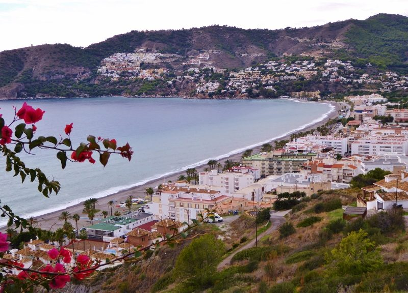 La Herradura & Almuñécar are at the heart of the Costa Tropical. This area is filled with amazing places to stay from the high-end hotels, to the more inexpensive hostels and campgrounds, to holiday rentals, rural villas, and estates. We have them all here and you will be amazed at what you can get for your money. This town itself has many hills, so more opportunity for those incredible sea views. If you want to be right in the village of La Herradura, there are several options.