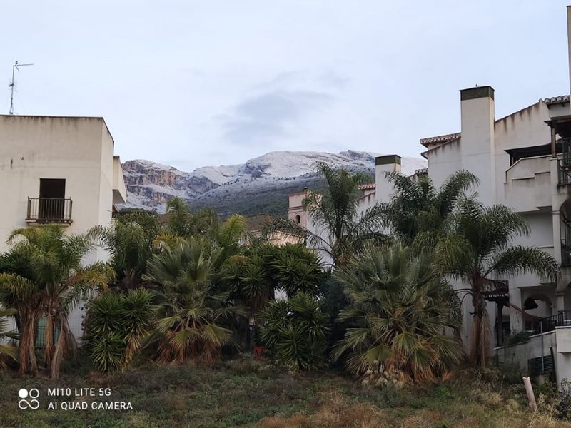 Itrabo Snow in the hills-Rachel Adams photo. Read more on Almunecarinfo.com