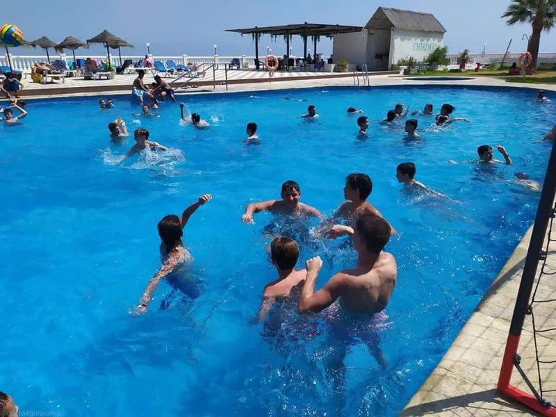 Hotel Salobreña Suites Pool for summer The pool is open every day from 11:00 to 14:00 and from 16:00 to 20:00. We have the Chiringo open and in the summer three is the Grill. Both hotel customers and people who come to eat may spend a day in the pool. Read more on Almunecarinfo.com