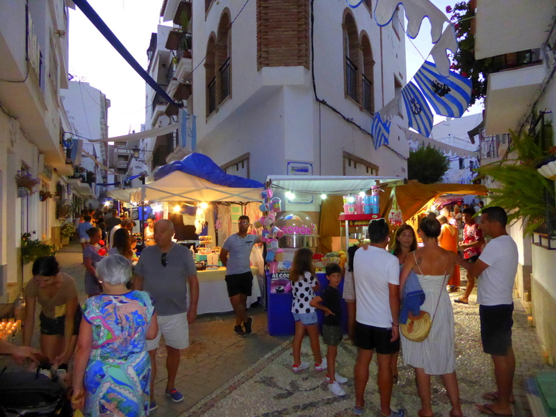 Luz de Luna La Herradura night market summer 2019 Spanish immersion at events, chatting with people on the street. read more on Almunecarinfo.com