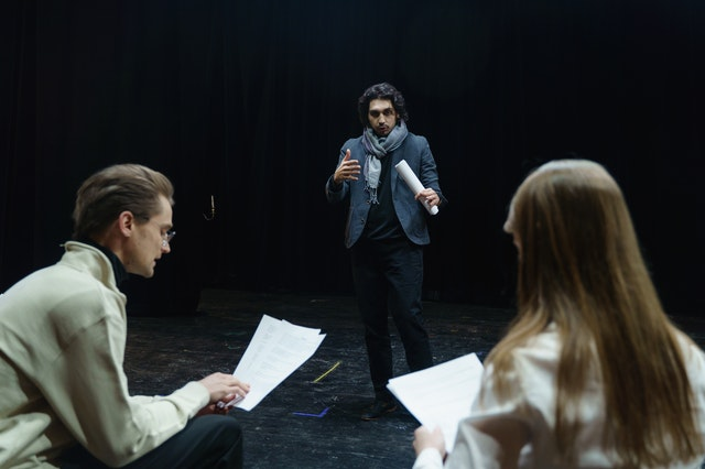 immersion in spanish through acting and theater. read more on Almunecarinfo.com